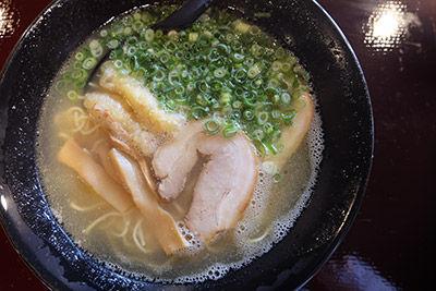 名物! 仙崎らーめん 鶏白湯 ¥780(税別)