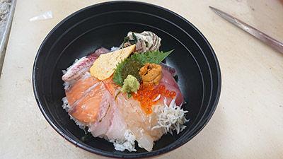 おすすめ! 海鮮丼特上(香の物、みそ汁付) ¥1,680(税込)