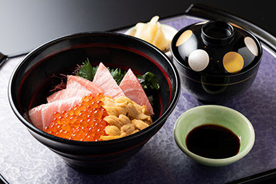 三味ちらし ¥2,750(税込)