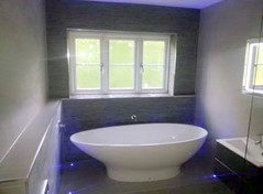 Free standing bath tub with plinth lighting
