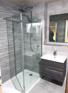Contemporary wet room