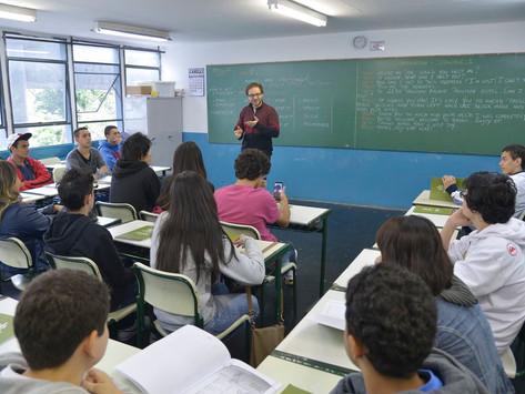 Desvalorizados, professores orgulham-se da profissão
