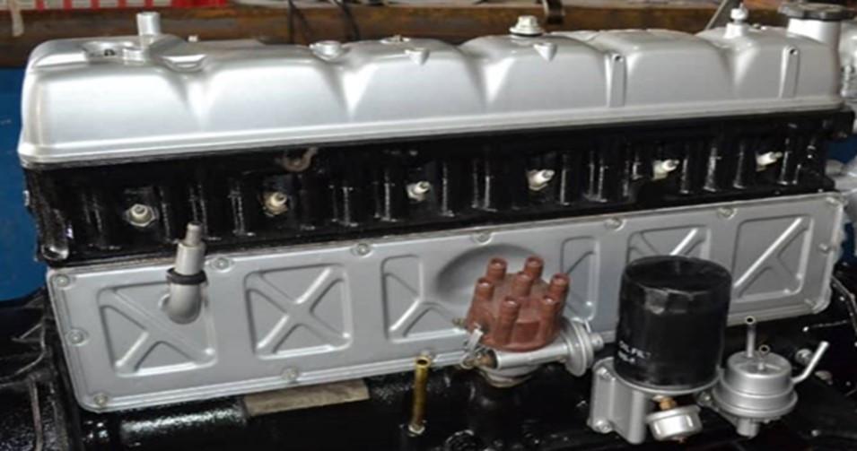 1981 fj40 engine 2.jpg