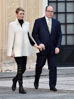 fashion-2015-12-princess-charlene-white-cape-black-boots-christmas-main.jpg
