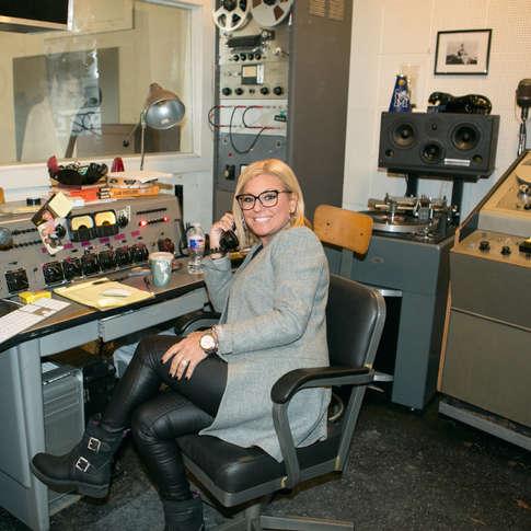 Guylaine Tanguay dans le studio d'enregistrement d'Elvis