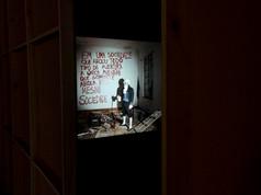 8ª Bienal do Mercosul - Obra Robespierre e a tentativa de retornar a revolução, de Guilherme Peters, na mostra Geopoéticas