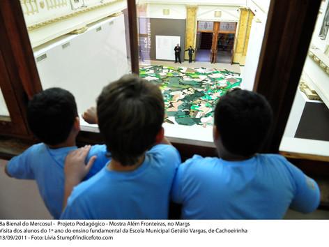 8ª Bienal do Mercosul - Projeto Pedagógico - Mostra Além Fronteiras, no MARGS. Visita dos alunos do primeiro ano do ensino fundamental da Escola Municipal Getúlio Vargas, de Cachoeirinha