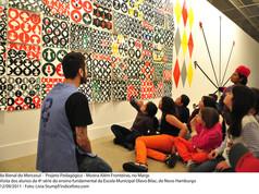 8ª Bienal do Mercosul - Projeto Pedagógico - Mostra Além Fronteiras, no MARGS. Visita dos alunos da 4ª série do ensino fundamental da Escola Municipal Olavo Bilac, de Novo Hamburgo