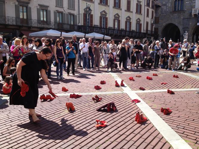 ELINA_CHAUVET_-_Zapatos_Rojos__Bergamo_I