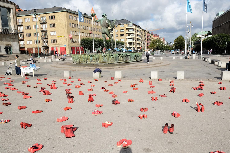 ELINA_CHAUVET_-_Zapatos_Rojos__Gotemburg