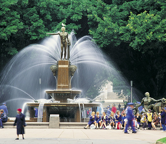 Hyde-Park-Fountain-Sydney.jpg