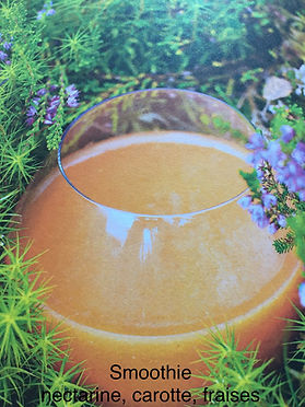 Smoothie nectarine carotte fraise.jpg