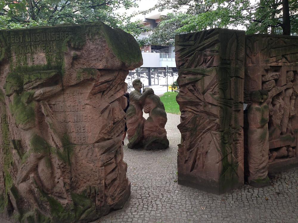 Rosenstraßen-Denkmal