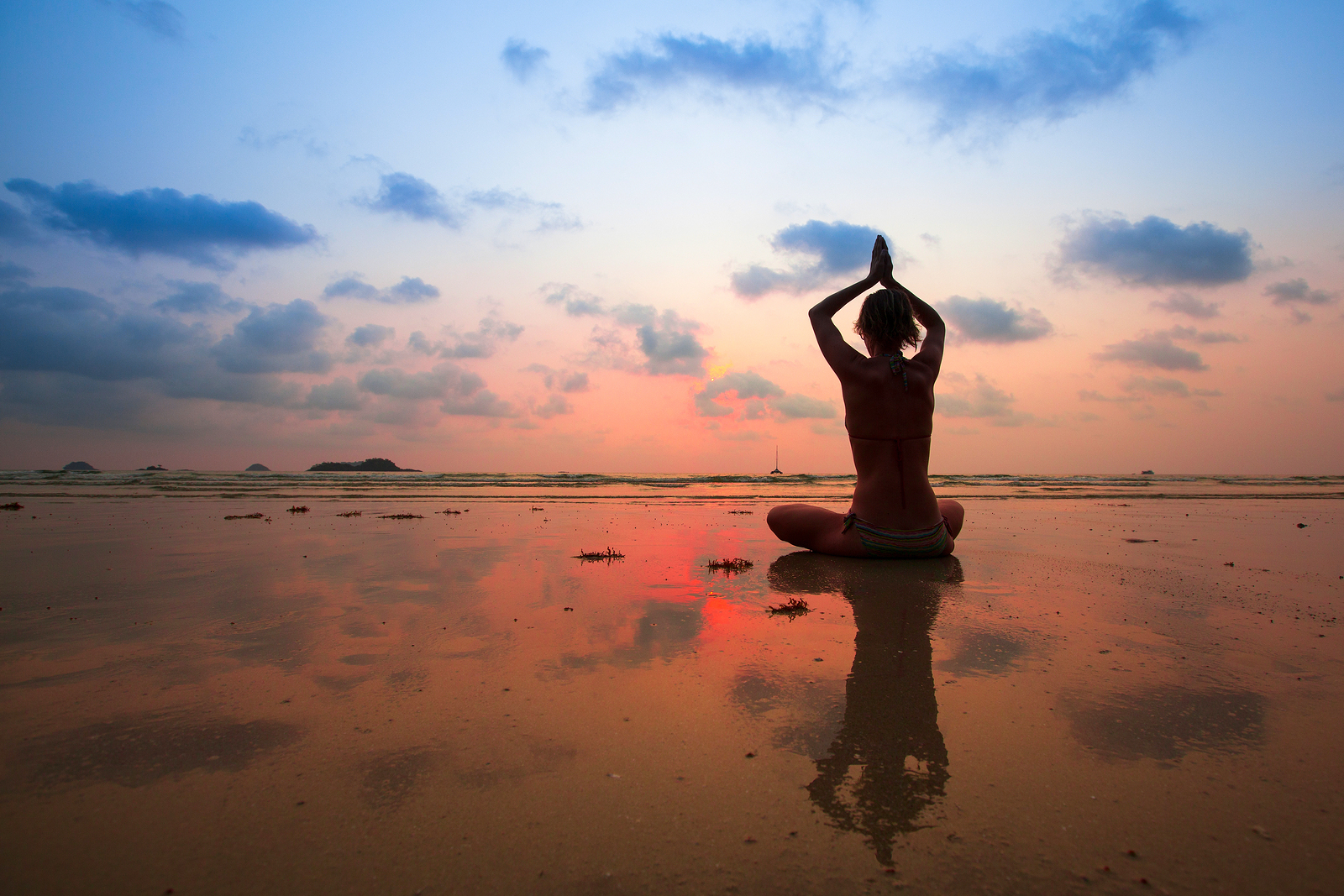 silhouette_young_woman_practicing_yoga_on_the_beac_by_macinivnw-d68myp9.jpg