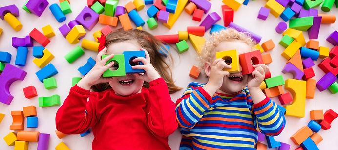 kids playing-blocks-gi.jpg