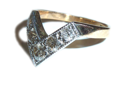 Diamond fitted wedding band