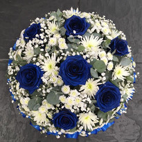 Blue and white posy pad