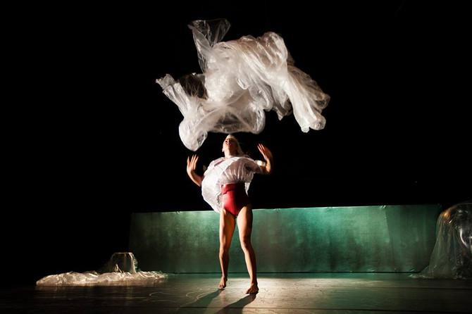 ESTREA DE *PLASTIC*  Paula Quintas- Cia TrasPediante Colectivo Danza