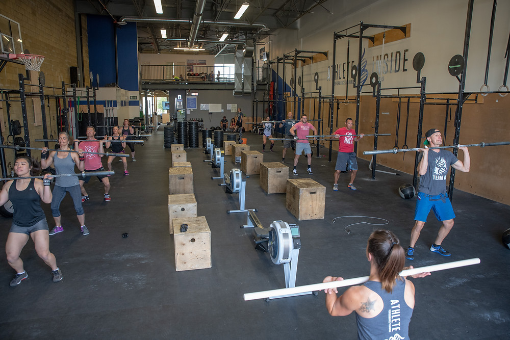 Crossfit class getting warmed up for the workout