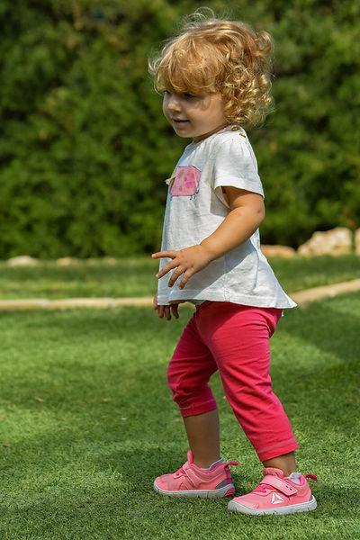 petite fille qui marche.jpg