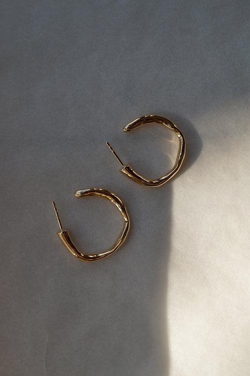 wavy hoop earrings gold