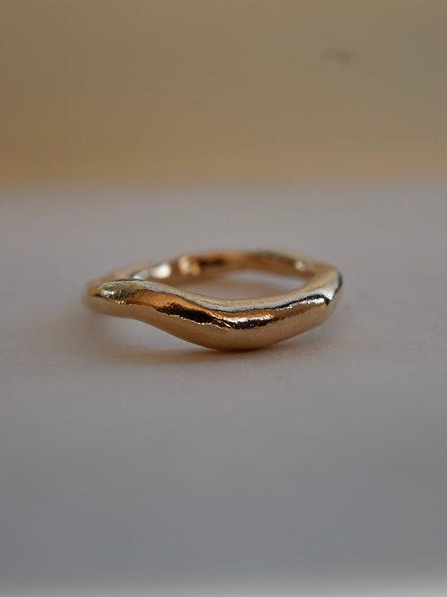 curvy ring gold