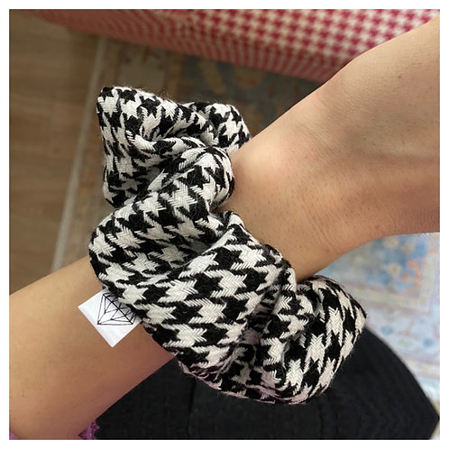 Black & White Scrunchie