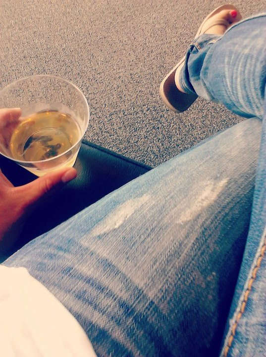 Wino in the airport.