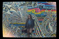 Graffiti wall und Lara.