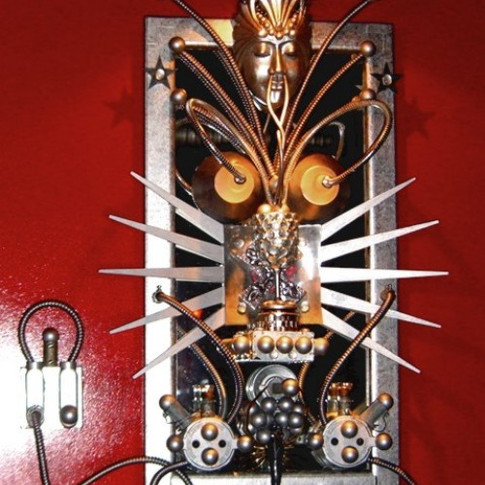 CIRCUIT KWEEN - Found object wall sculpture