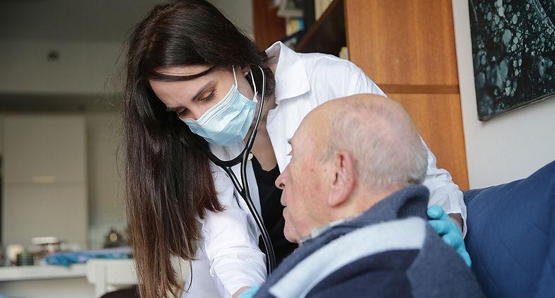 רופא מטפל1.jpg