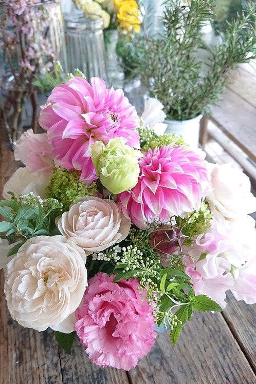 季節の花のおまかせアレンジメント 5,000円