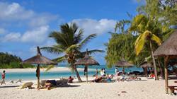 ile aux cerfs+sunny beach