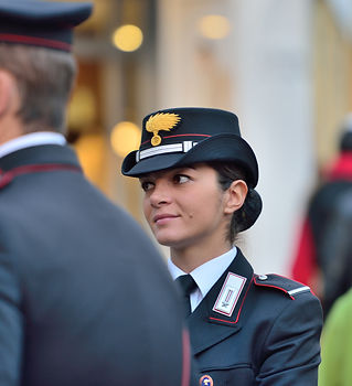 Arma_dei_Carabinieri_female_officer.jpg