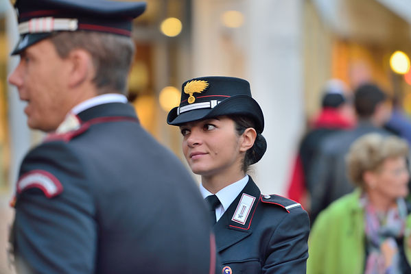 Arma_dei_Carabinieri_female_officer.jpg