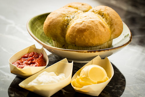 Breekbrood met dips
