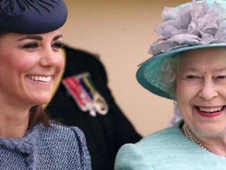 Reina Elizabeth II recibe videos de sus bisnietos en medio a aislamiento social