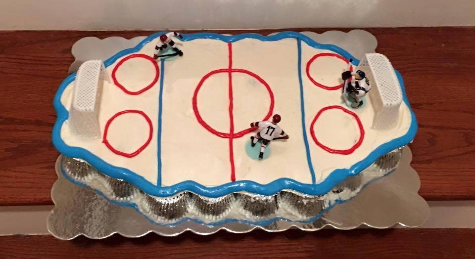Hockey Cupcake Pull-Apart Cake