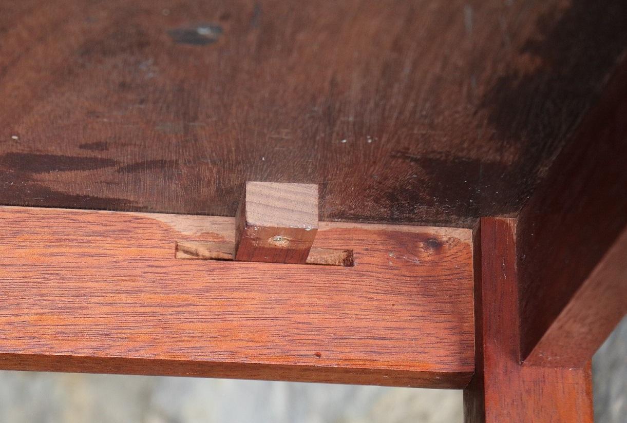 Mahogony Table detail _ Shaker Style Fur