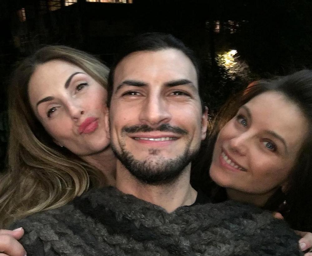 Claudia Lizaldi, Dominika Paleta y Marcos Jassan