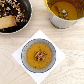 Carrot ginger soup with cashew apple crunch