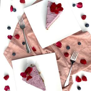 Raw berry cream cake