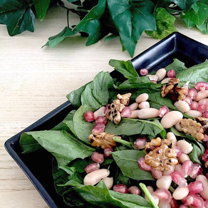 Spinach salad with pomegranate