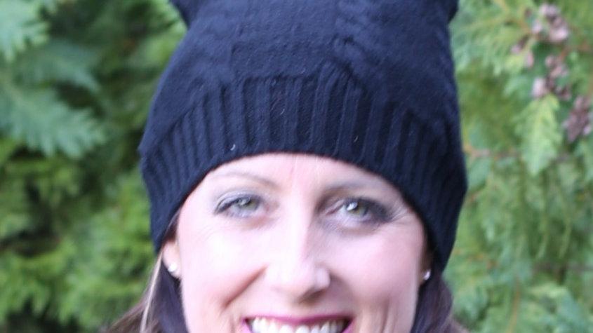 Cashmere hat with pom pom
