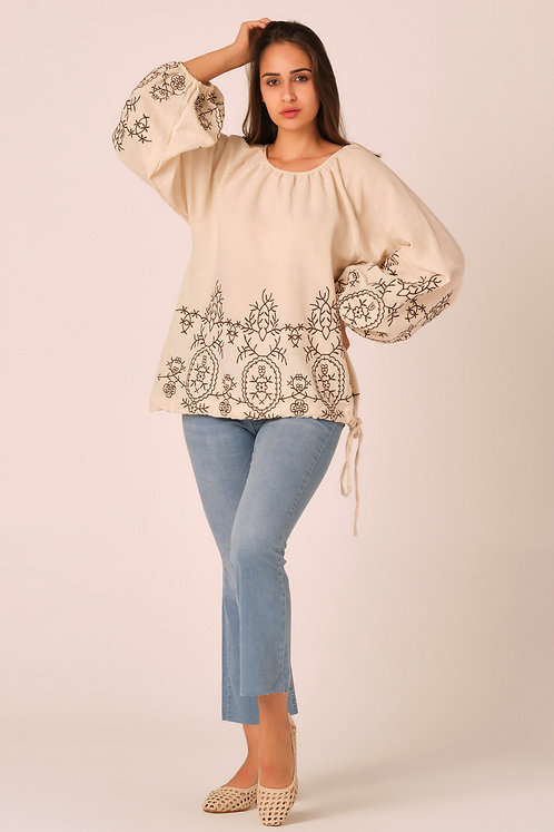 Embroidered blouse with long sleeves