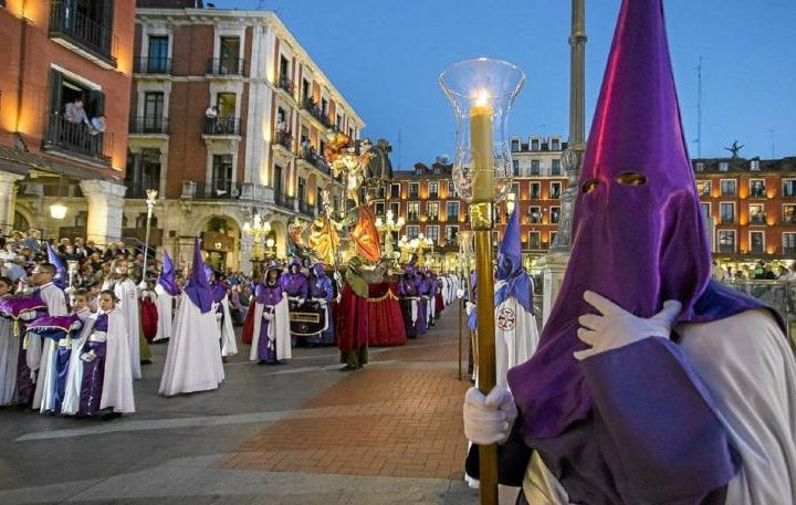 Valladolid Semana Santa con Minicaravanas Caretta