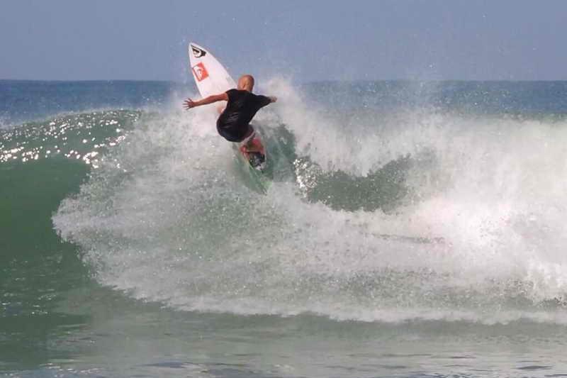 Playa de Somo Escuela Cántabra de Surf mini caravanas