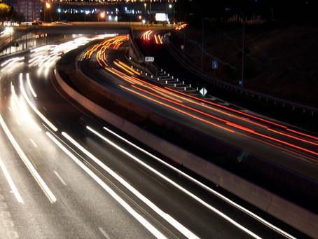 Viajar de noche con una mini caravana: consejos de seguridad.