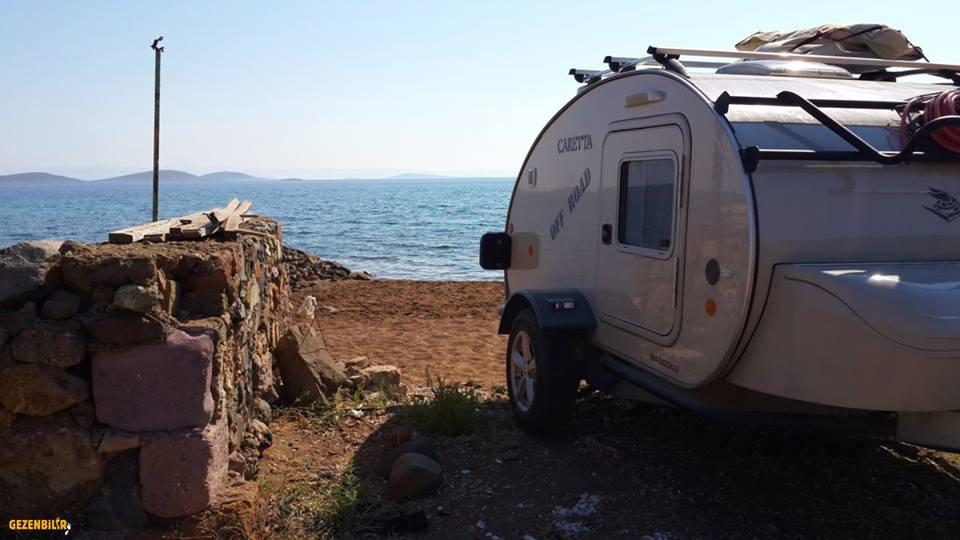 Acampar en la Playa con una Mini Caravana Caretta