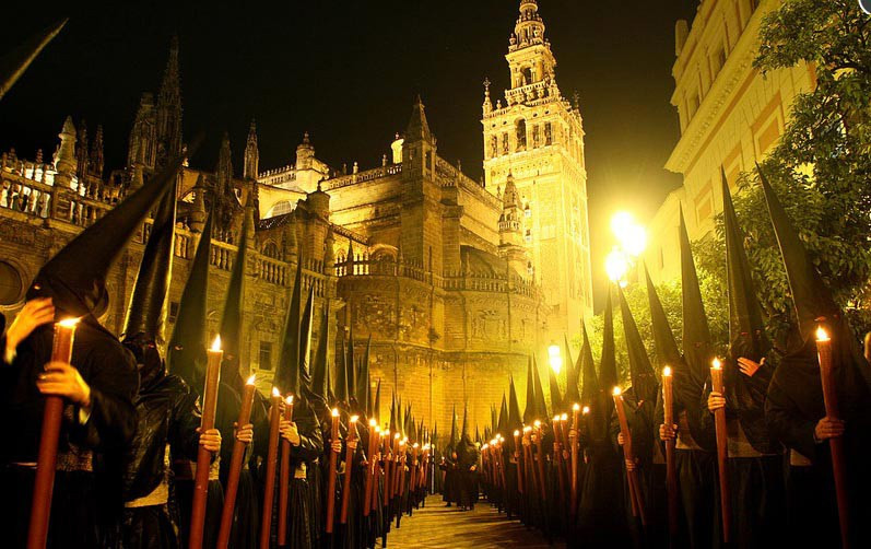 Sevilla Semana Santa con Minicaravana Caretta